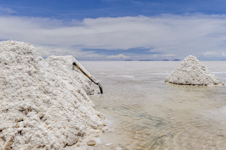 Zoom sur le lithium : métal star de la transition énergétique dans la tourmente